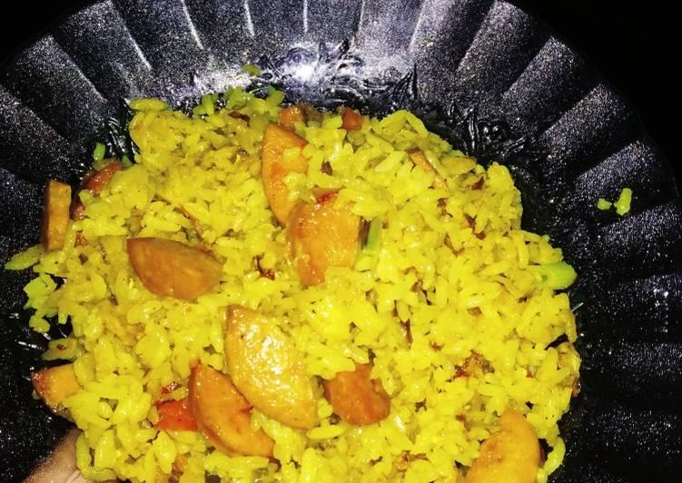 Nasi goreng kuning campur