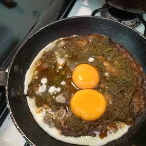 Huevos fritos con romeritos