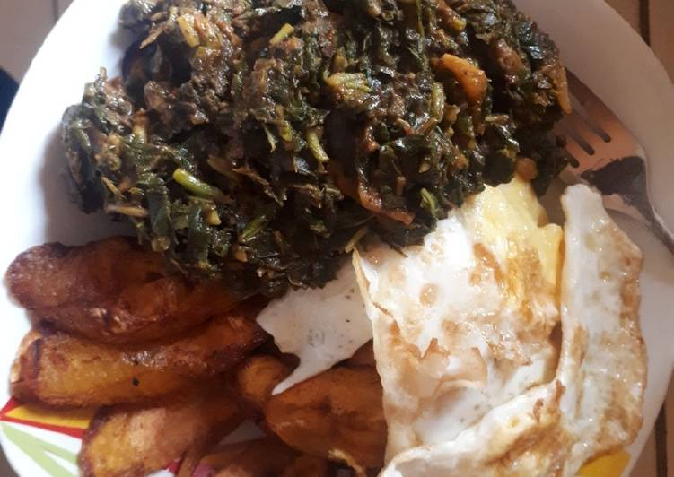 Fried plantain, fried egg with sauced vegetable