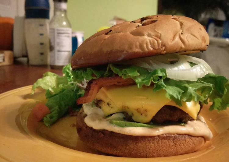 Recipe: Yummy Spicy Bacon Avacado Cheeseburger