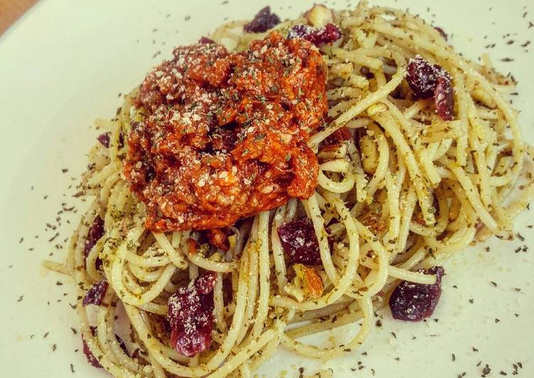 Pesto Cranberries Almond Spaghetti with Bolognese on Top, Heart Friendly Foods You Need To Be Eating
