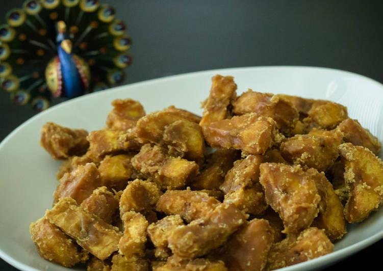 Sarkara upperi/Jaggery Coated Banana Chips