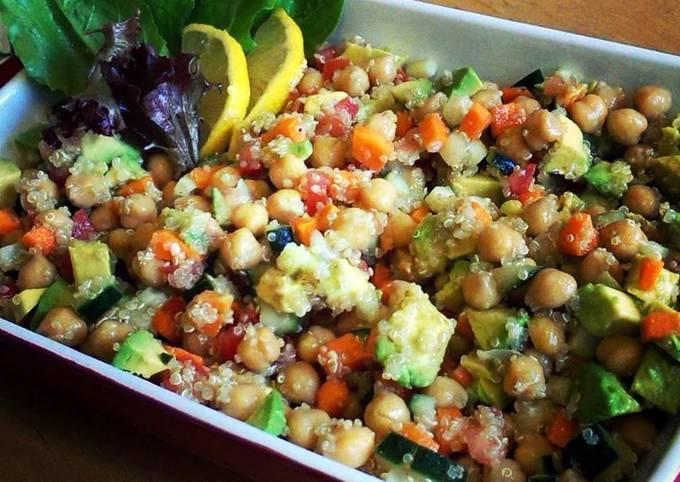 Healthy Summer Quinoa Chickpea Salad!