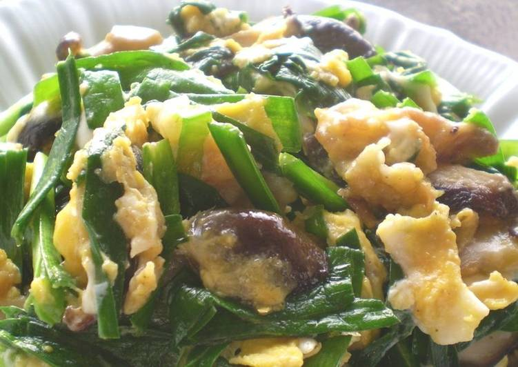 Recipe: Yummy Try with Shiitake Mushrooms Stir-fried Pork with Garlic Chives and Eggs