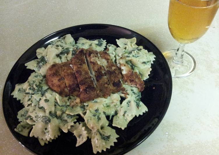 Breaded chicken & creamy pasta with spinach