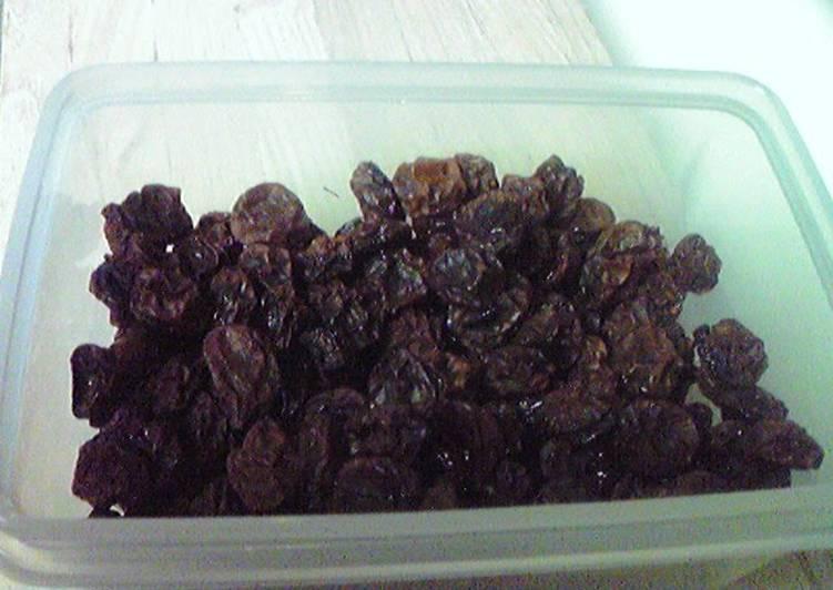 Simple Way to Prepare Quick Dried Grapes (Homemade Raisins)