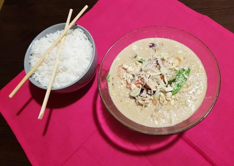 Curry verde Pollo, gambas y verduras con Arroz basmati