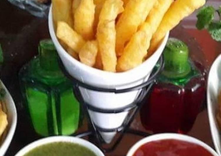 Recipe of Favorite Aalo k pakode🍟