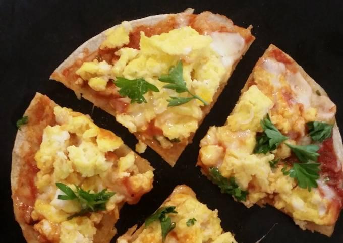Simple breakfast pizza