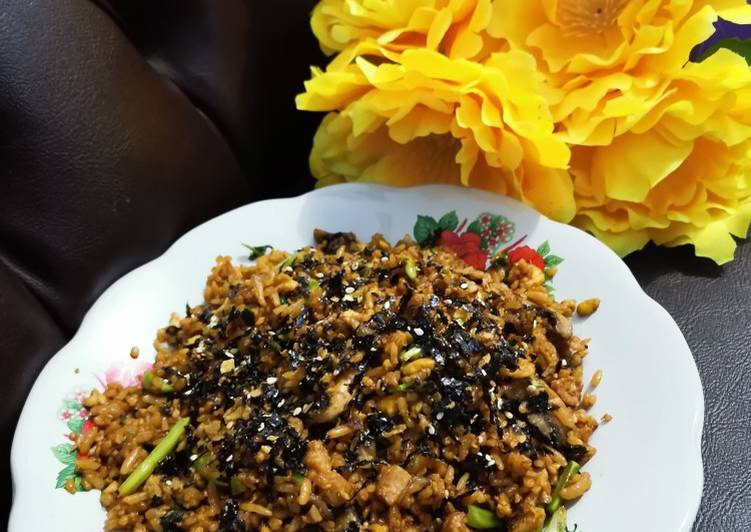 Cara membuat: Nasi goreng komplit (pete sayur daging) isi kulkas 👍