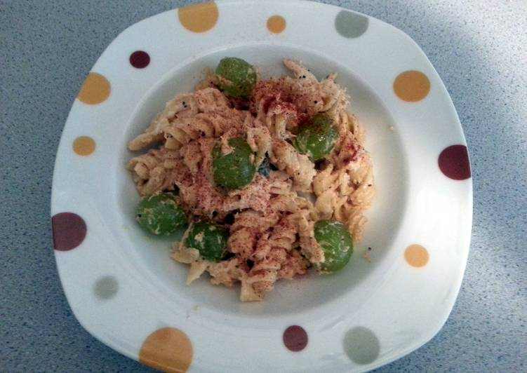 Recipe: Tasty chicken and grape salad