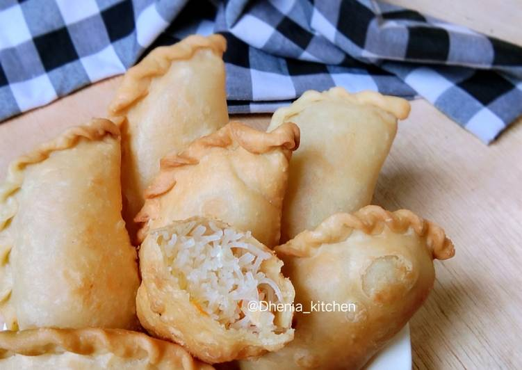 Resep Pastel isi bihun oleh Dhenia zhaier 🆕 - Cookpad