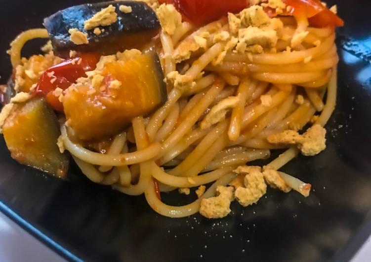Ricetta Spaghetti con datterini, melanzane e granella di tarallucci pugliesi
