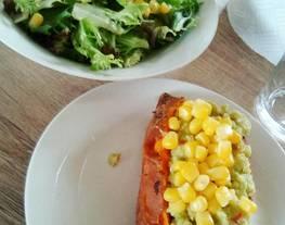 Batata vegana rellena de guacamole