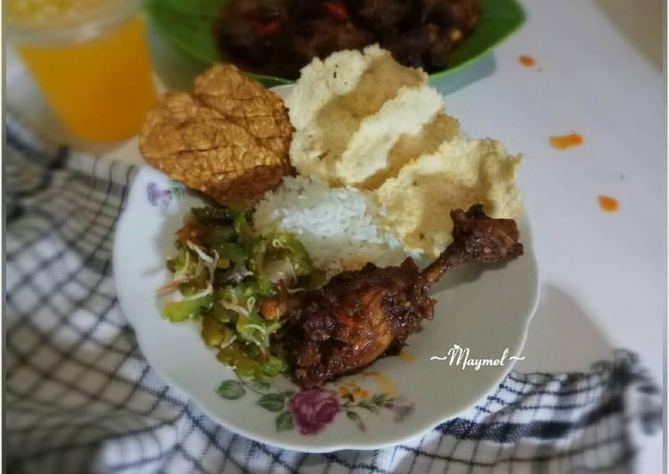 Langkah Mudah Menyiapkan Nasi putih ayam goreng bumbu rujak+tumis pare Enak