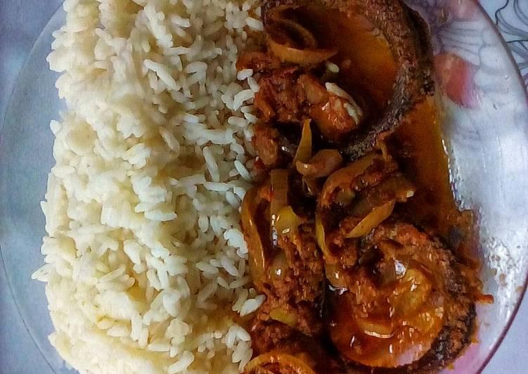 Simple Way to Make Award-winning Smoked Dried Mackerel Fish Gravy and White Rice
