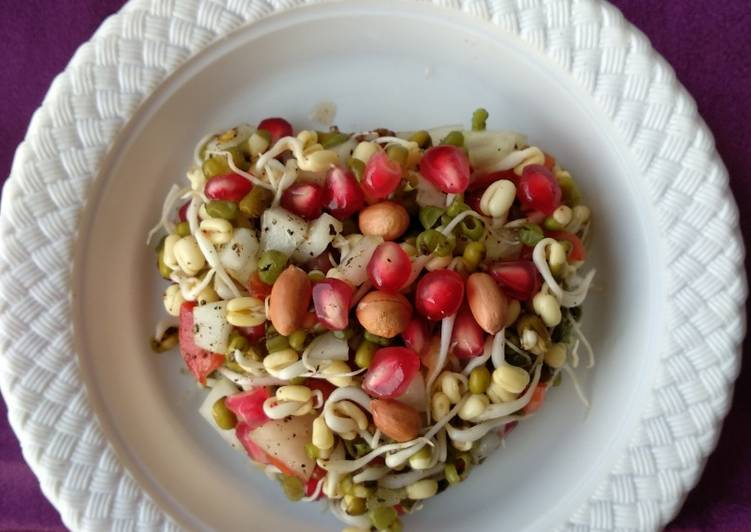 Sprouted Green Gram Salad/Hesarukalu Kosambari - Low calories and high on nutrients