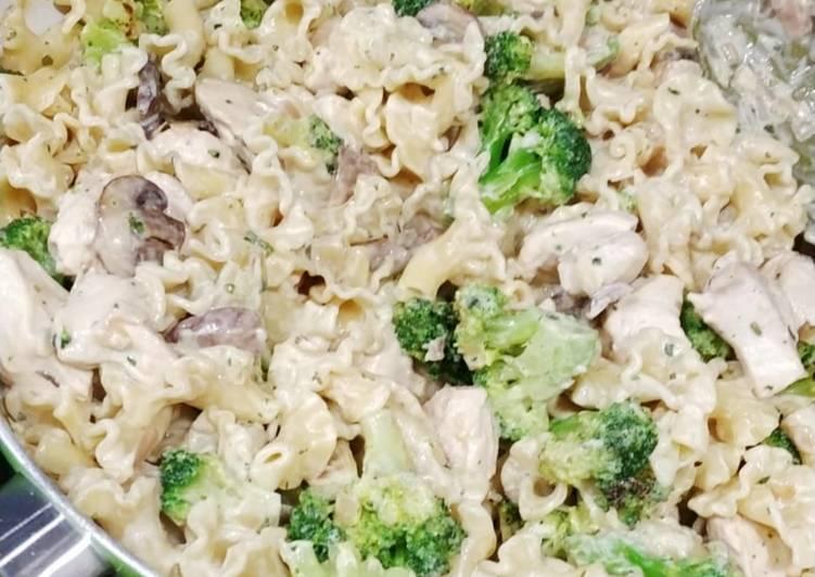 Pâtes au broccoli champignons et poulet