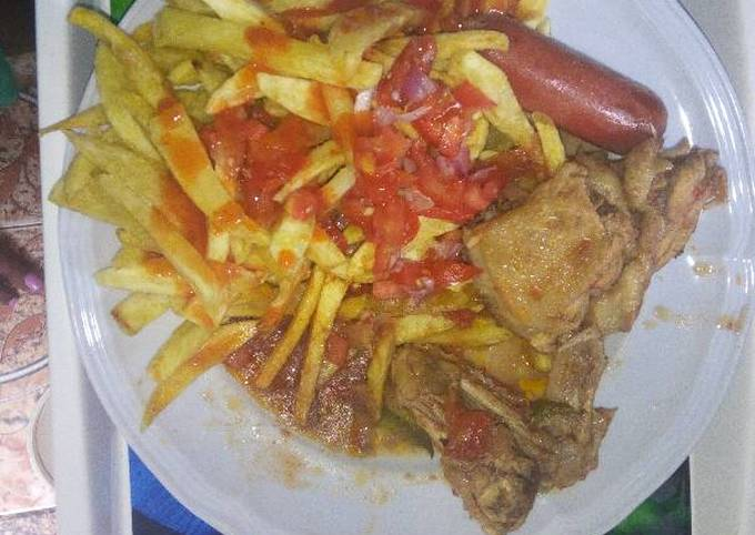 French fries with stewd chicken