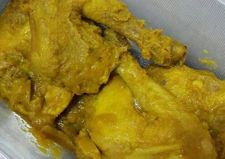 Resep Ayam Ungkep Bumbu Kuning Stok Tinggal Goreng Oleh Sartikaratnap Cookpad
