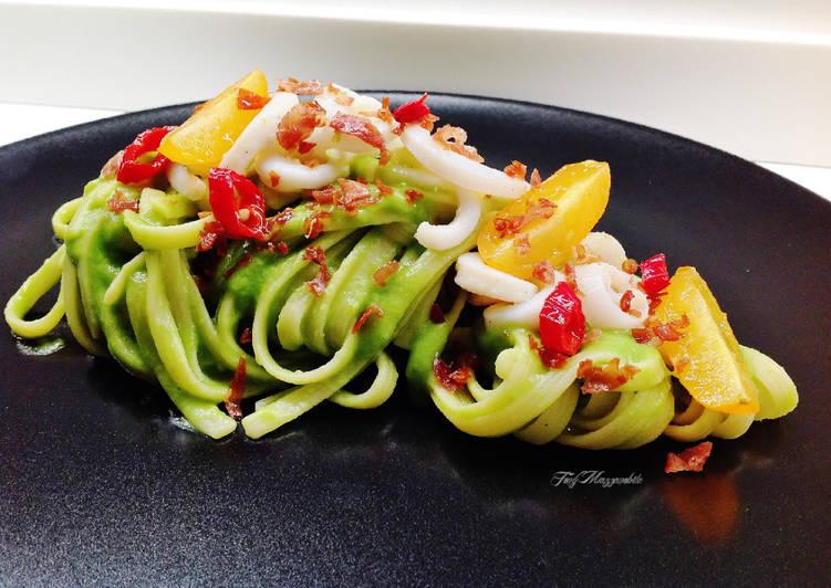 Ricetta Linguine rigate con calamari e crema di piselli