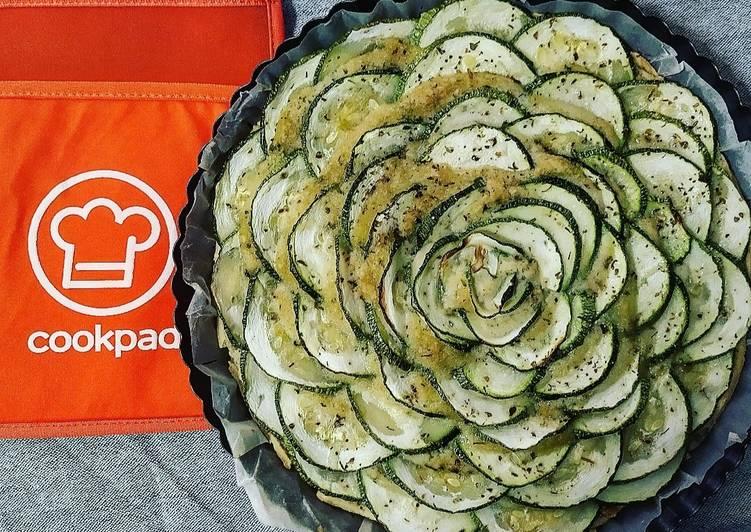Crostata Salata con Rosa di Zucchine e Crema di Cannellini