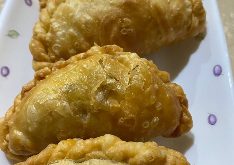 PASTEL / CURRY PUFF