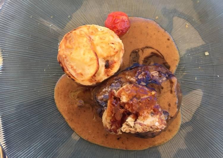 Solomillo De Ternera Con Salsa De Foie Y Timbal De Patatas