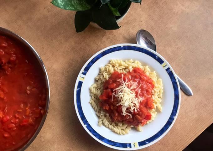 Rezept Um Schnell Gewinnende Studentenversion: Nudeln mit Tomatensoße zuzubereiten