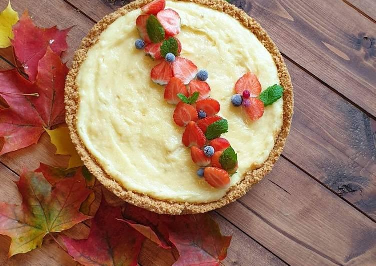 Langkah Mudah untuk Membuat White chocolate pie with strawberry yang Lezat