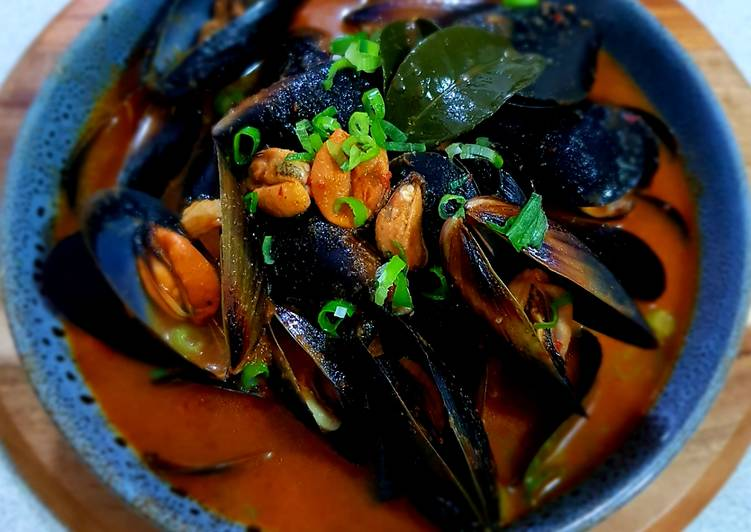 Steps to Make Perfect Spicy Organic Black Mussels
