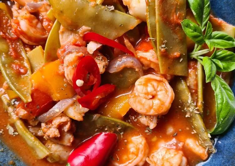 Tomatengemüse mit Scampi und Seelachsfiltet