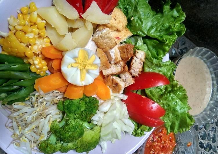Tradisional salad/ gado-gado siram