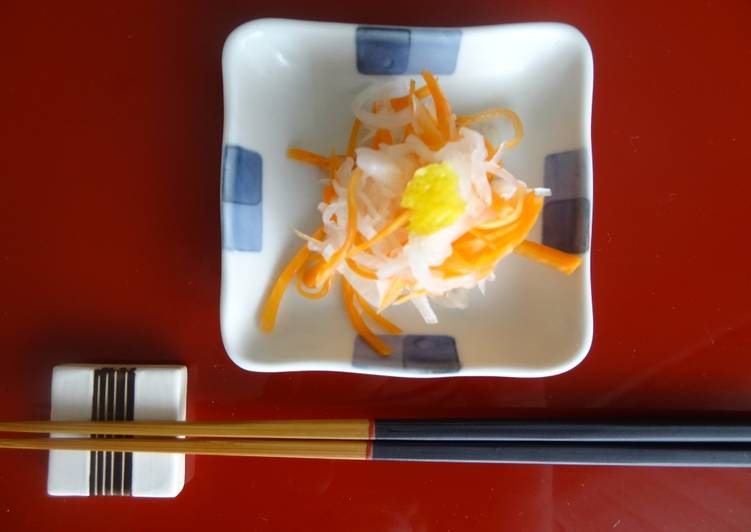 Sliced Daikon and Carrots Pickled in Vinegar