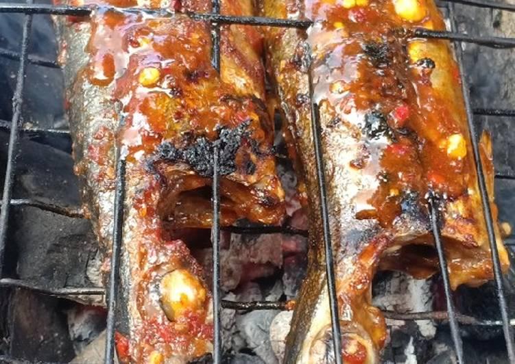 Ikan bakar bumbu merah (enak dan simpel)