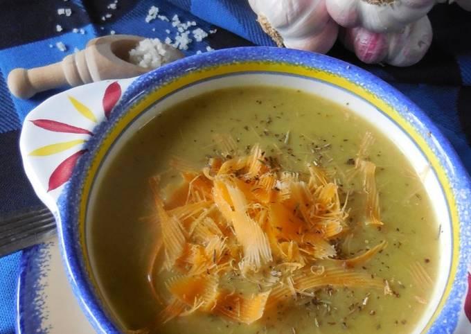 Soupe de poireaux à la crème aillée
