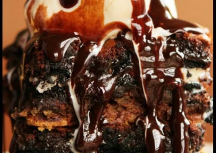 Fudgy Cookies n Cream Oreo Brownies