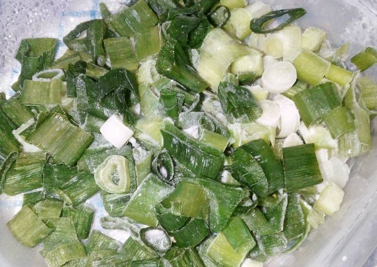 Tips menyimpan daun bawang