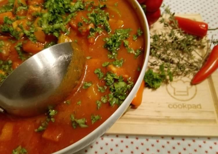How to Make Tasty Hähnchen-Gulaschsuppe