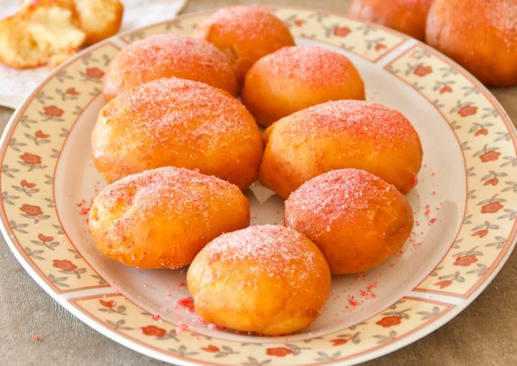 Recette De Beignets fourrés à la crèmes pâtissière et saupoudrés de pralines roses
