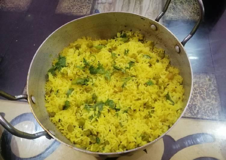 Lemon Rice with Garbanzo Beans