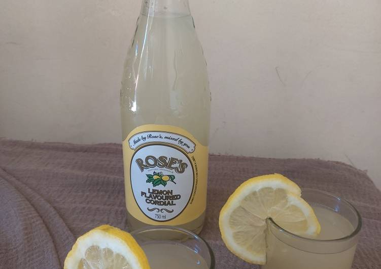 Refreshing ginger lemon drink