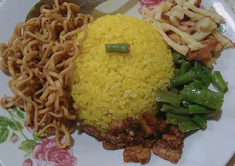 Nasi Kuning Goreng