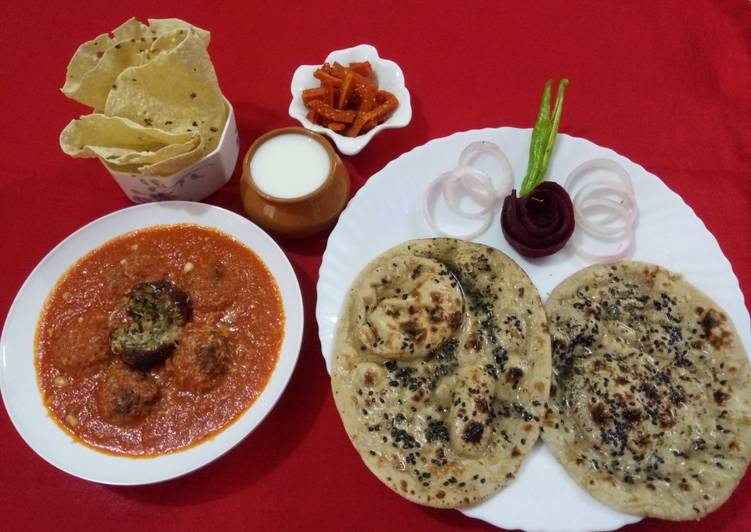 Recipe of Quick Vegetable kofta in red gravy with mint naan