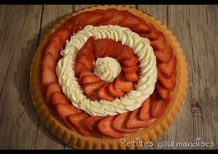 Tarte renversée crème pâtissière chantilly fraises