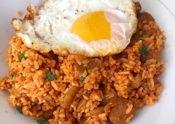 Resep Nasi Goreng Korea Dengan Saus Gochujang Dan Sunny Side Up Egg Oleh Riskha Febriani Hapsari Cookpad