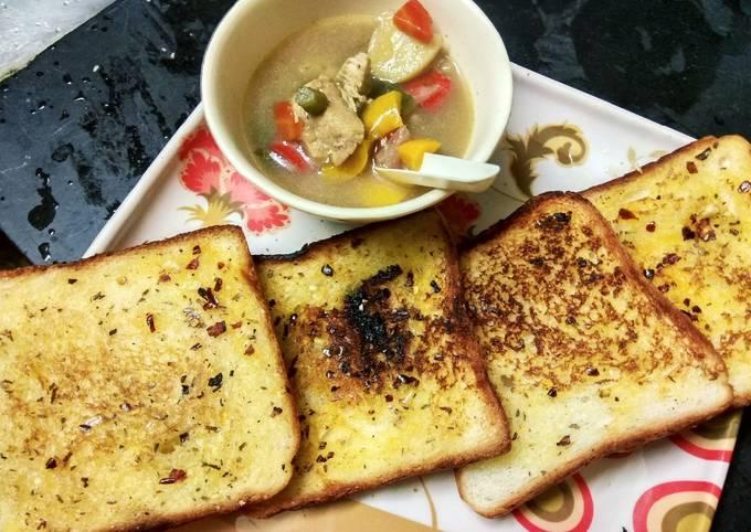Chicken stew with garlic bread