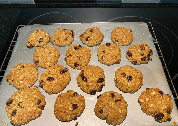 Recipe: Appetizing Chewy Oatmeal Raisin Biscuits