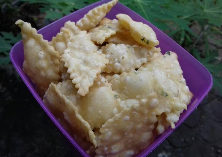 Kue Bawang Seledri/Cumi-cumi