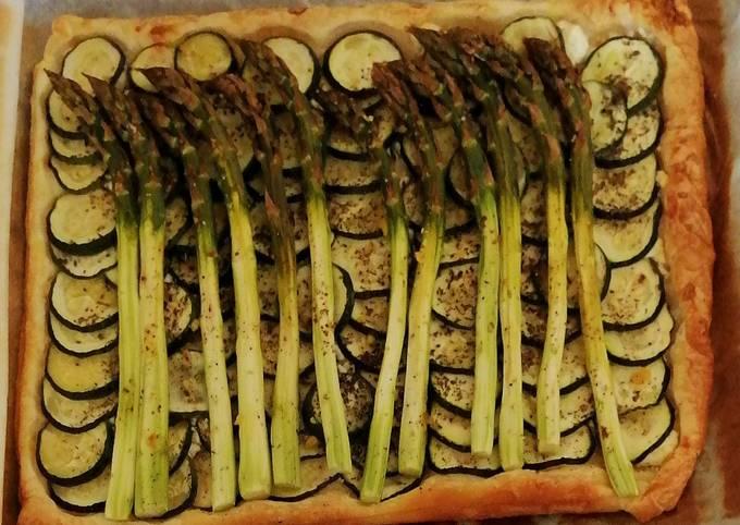 Torta salata veloce zucchine e asparagi